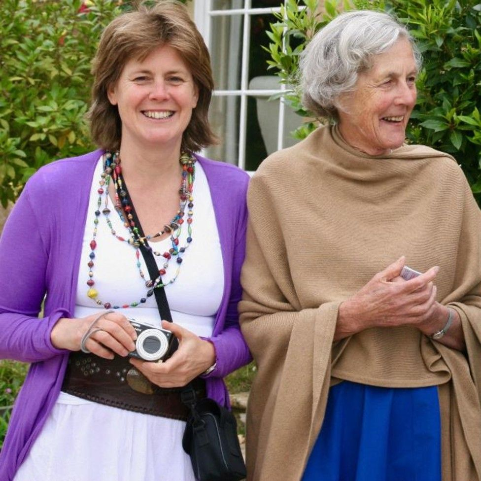 Julia Hailes and mother Minker