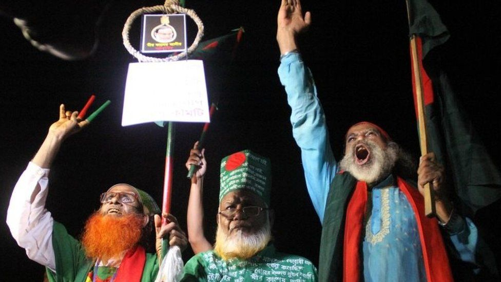 Bangladeshi activists who fought in the 1971 war celebrate after Mir Quasem Ali's execution