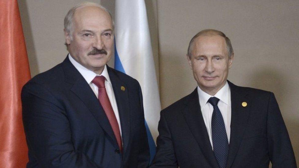 President Alexander Lukashenko (left) with President Vladimir Putin in Kazakhstan (16 October 2015)