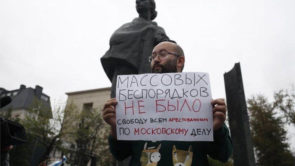 """""""Биохимия предательства"""" и ядовитые грибы: что показывало российское ТВ во время акций протеста"""