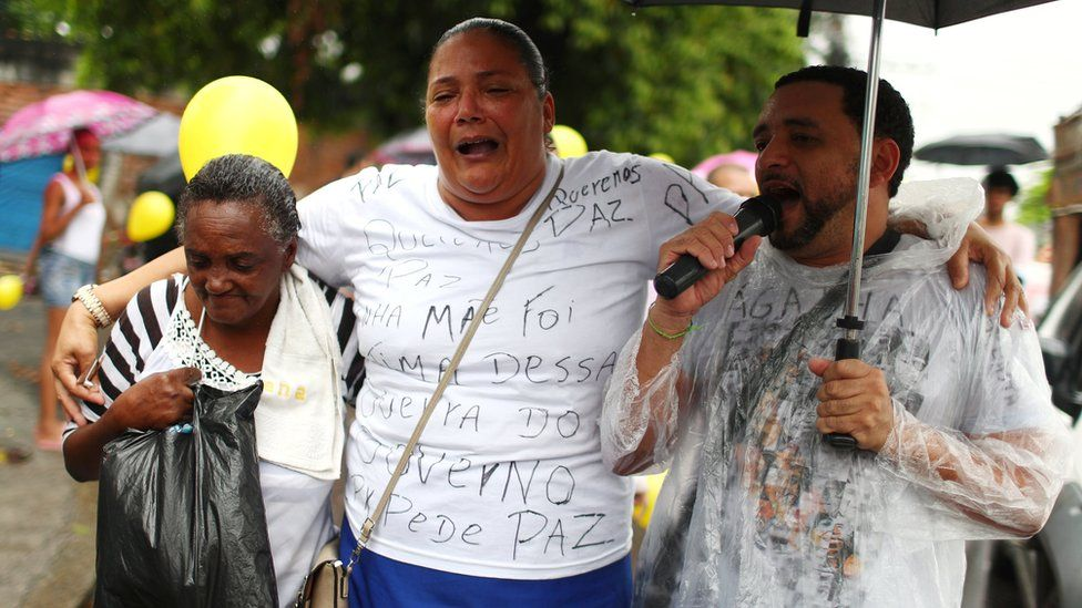 Residents march in memoriam of the eight-year-old Ágatha Vitória Sales Félix