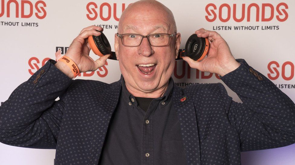 Popmaster: Coin toss decides Radio 2 quiz winner for first time