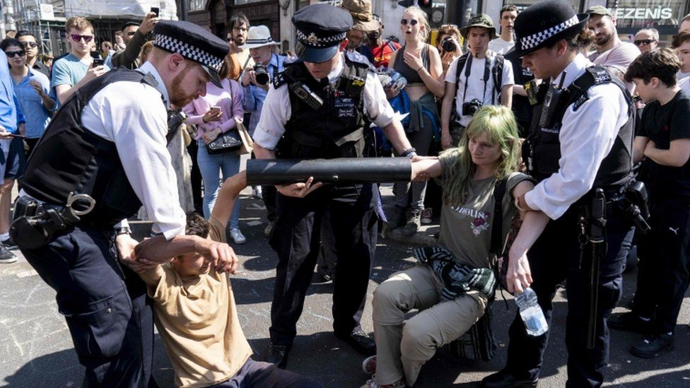 Met Police with protesters