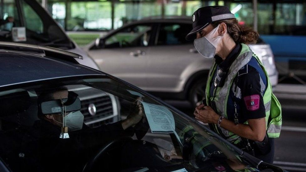 A police officer speaks with a driver in Madrid