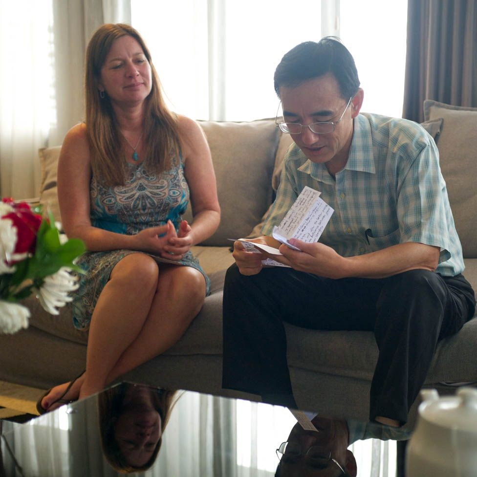 Julie and Sun Yi meeting