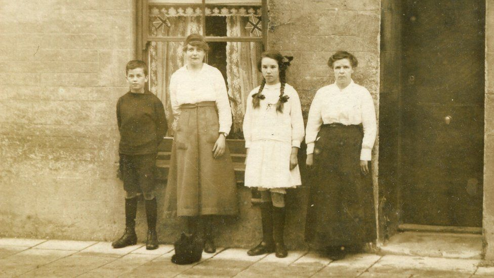 Paul Harris's great-grandmother, Anne Davies, with three of her children