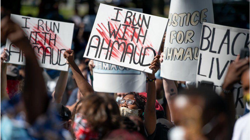 Ahmaud Arbery: Trial over black jogger's death begins thumbnail