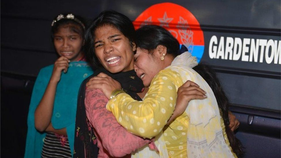 Pakistani women mourn the death of relatives after the Lahore blast 27/03/2016