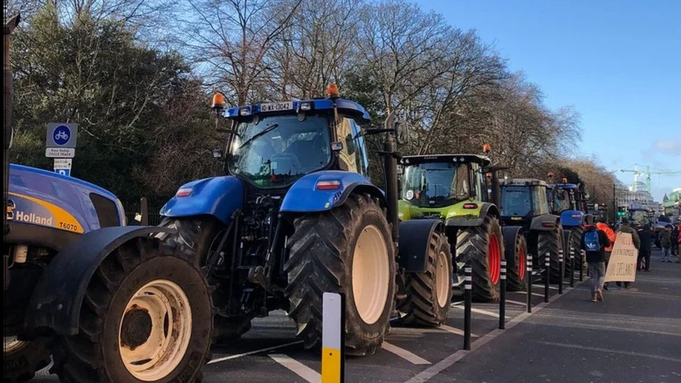 Around 400 tractors in Dublin city centre