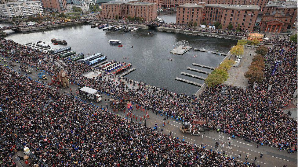 crowds at Albert dock