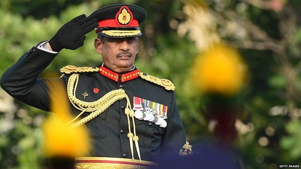 Sarath Fonseka salutes during a ceremony in Colombo where President Maithripala Sirisena conferred an honorary military title on him (march 2015)