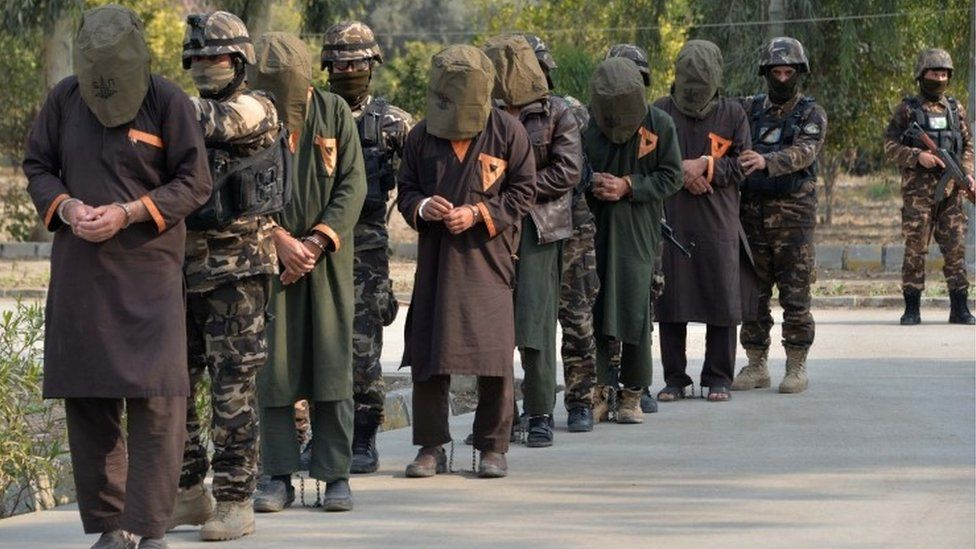 Afghan security forces with captured Taleban fighters