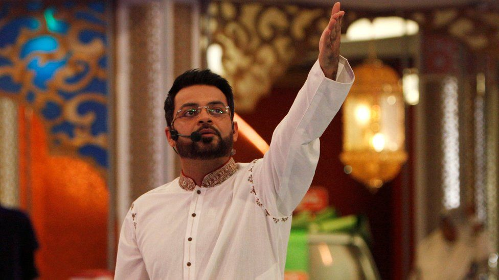 Aamir Liaquat Hussain gestures during a live show in Karachi, Pakistan, 26 July 2013