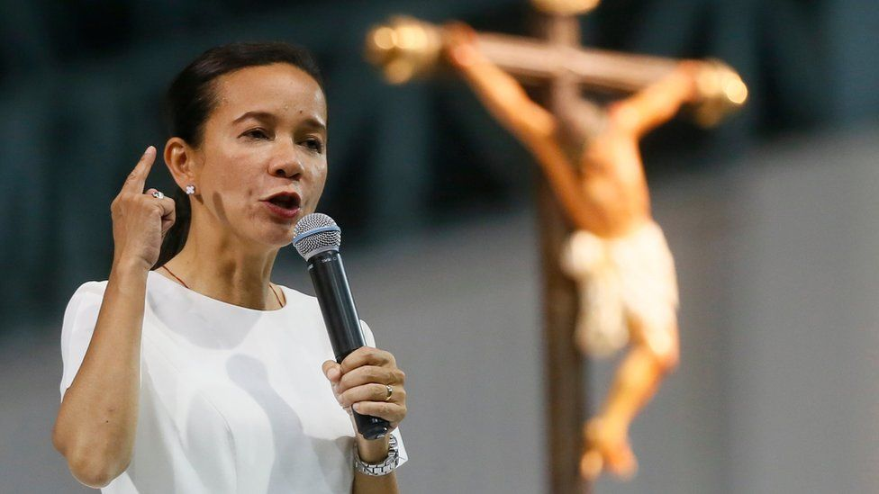 Presidential candidate Grace Poe addresses the crowd during a prayer vigil for a honest, fair, and orderly elections, held on 1 May at suburban Paranaque city