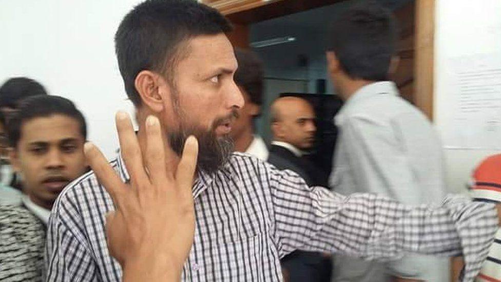 Mohammad Shipon outside the Dhaka court (November 2016)