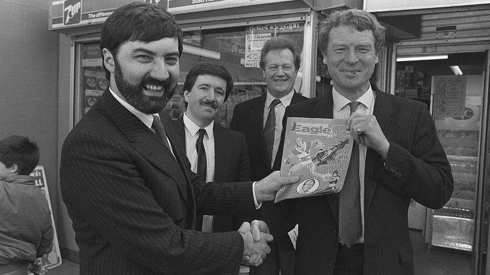 John Alderdice shakes hands with Paddy Ashdown in 1989