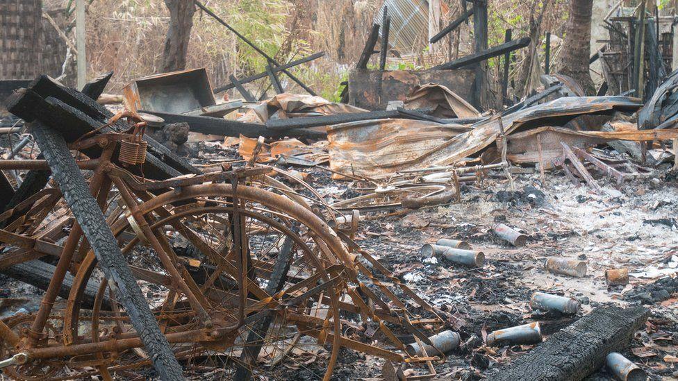 ایک مسلم گھر اور جلی ہوئی سائیکل