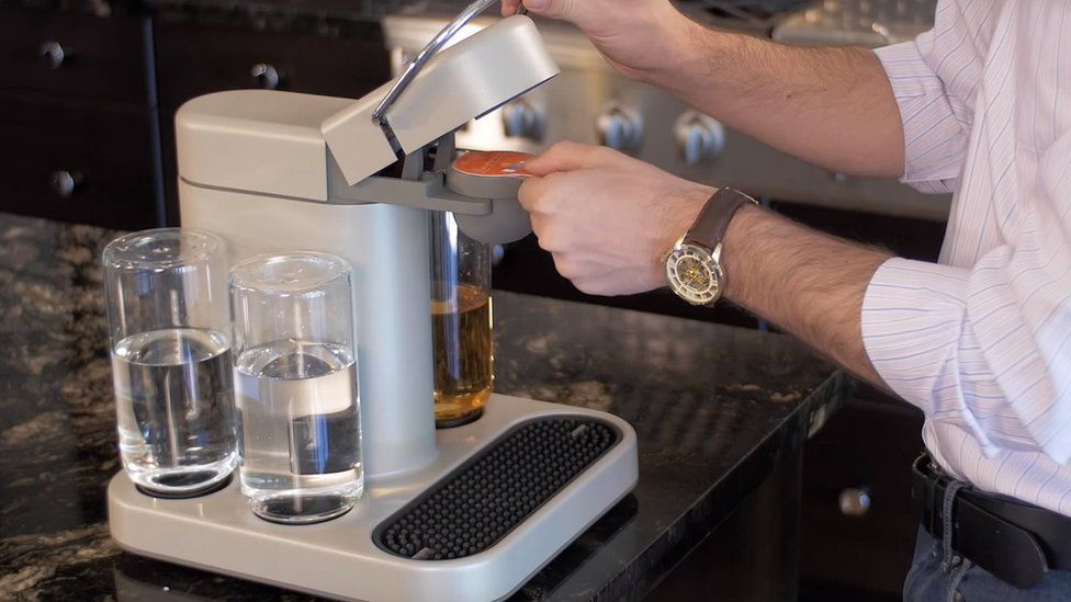 A cocktail mixing machine