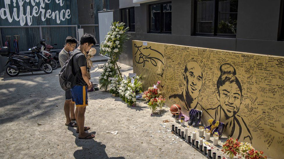 Mourners pay tribute to Kobe Bryant in the Philippines