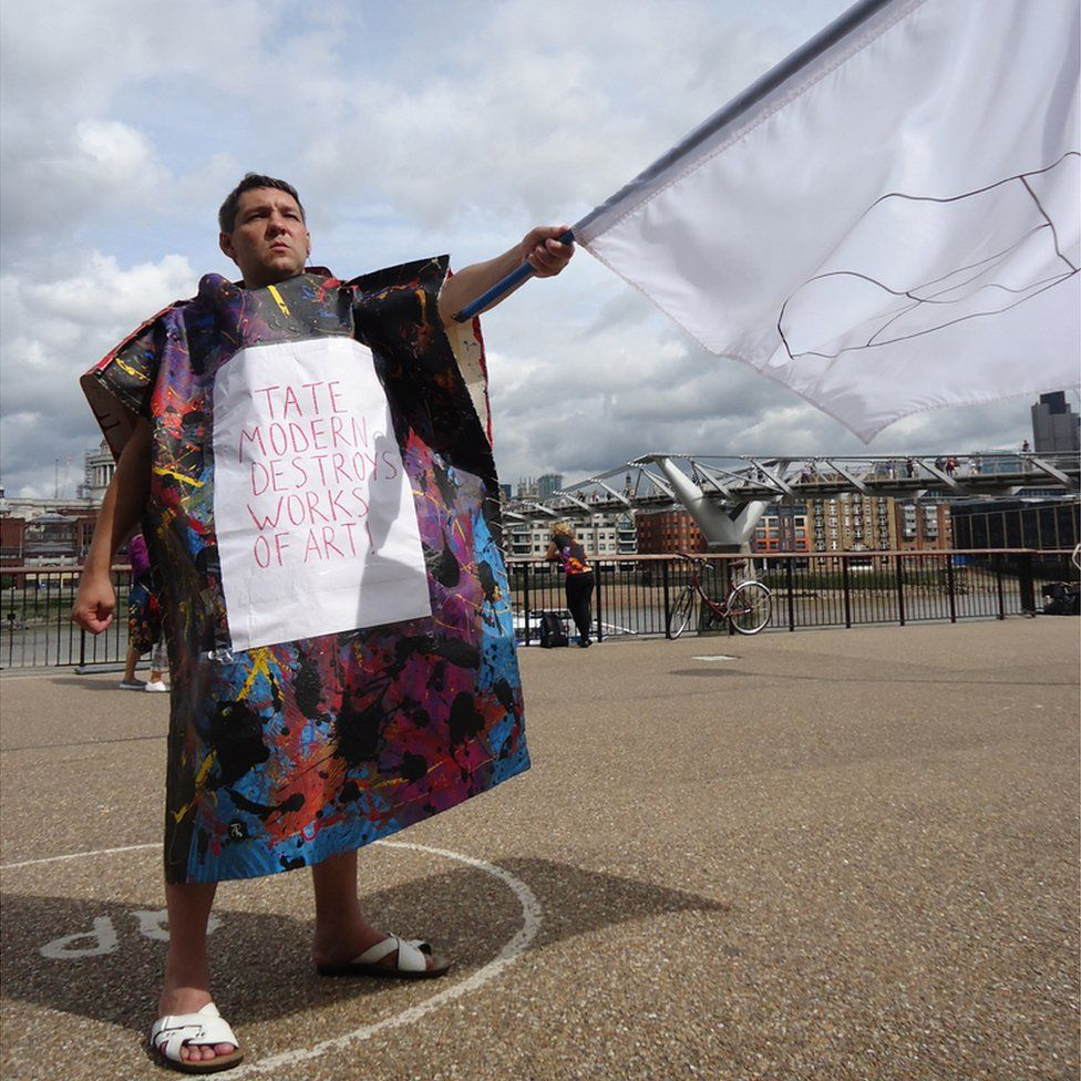 Alexander Art outside the Tate Modern