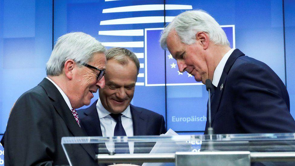European Commission President Jean-Claude Juncker (l), European Council President Donald Tusk (c) and European Union's chief Brexit negotiator Michel Barnier (r)