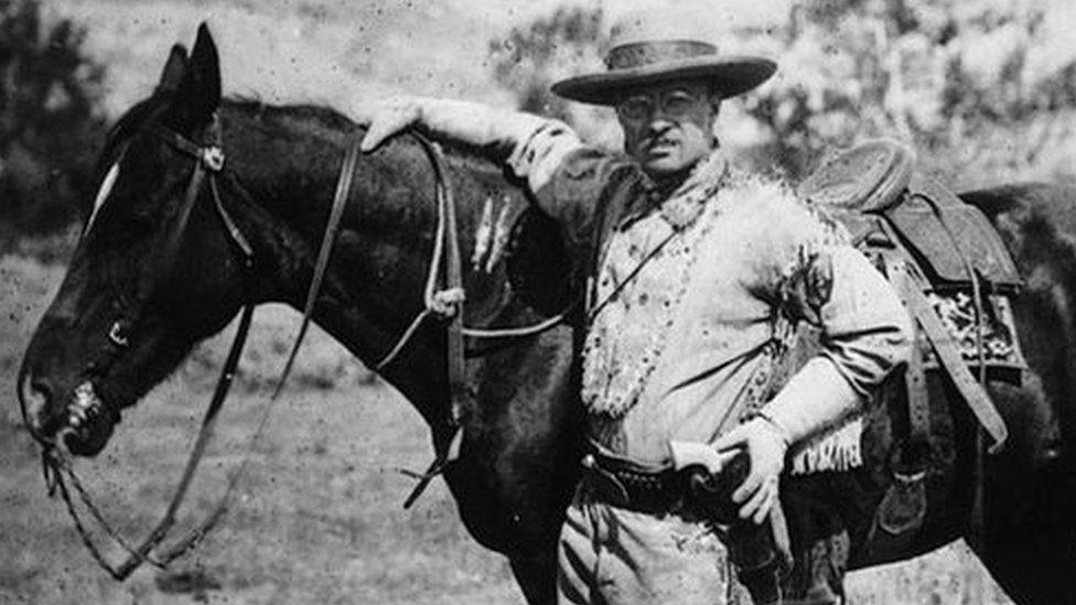 1885: O político americano e futuro presidente dos Estados Unidos da América, Theodore Roosevelt (1858 - 1919), durante uma visita às Badlands de Dakota após a morte de sua primeira esposa.
