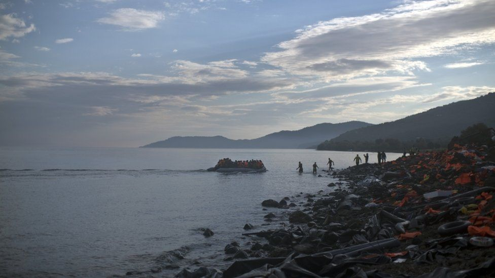 A boat carrying migrants arrives on the short of Lesbos, Greece