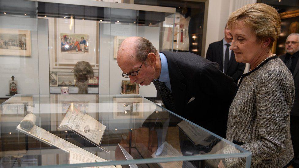 İngiltere Birleşik Büyük Locası'nın Büyük Üstat'ı Kent Dükü Prens Edward,