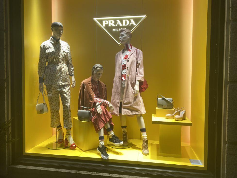 Витрина Prada