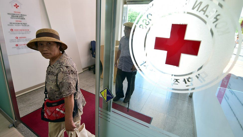Elderly South Korean residents who left behind relatives in North Korea visit the Red Cross office in Seoul to fill out applications for an expected inter-Korean family reunion programme (7 September 2015)
