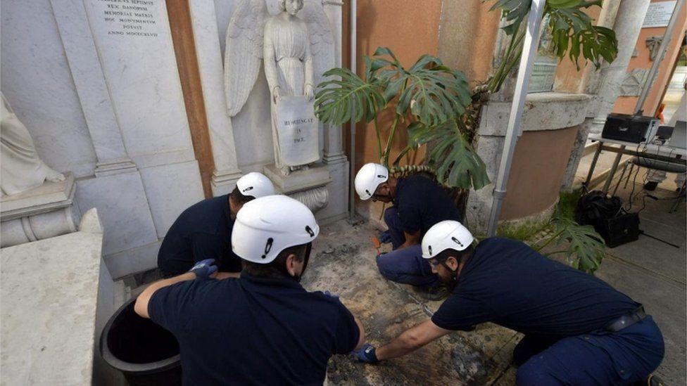 Polícia encontra tumba vazia no Vaticano e mistério sobre garota desaparecida continua