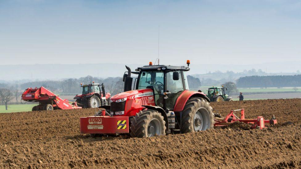 116238008 traktoro
