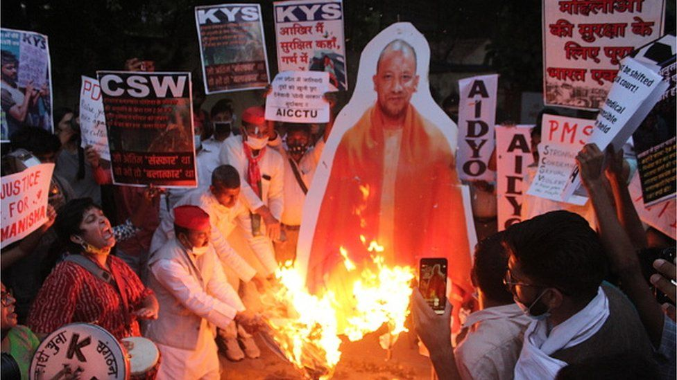 protesters burn an effigy of UP chief minister Yogi Adityanath over the Hathras rape case
