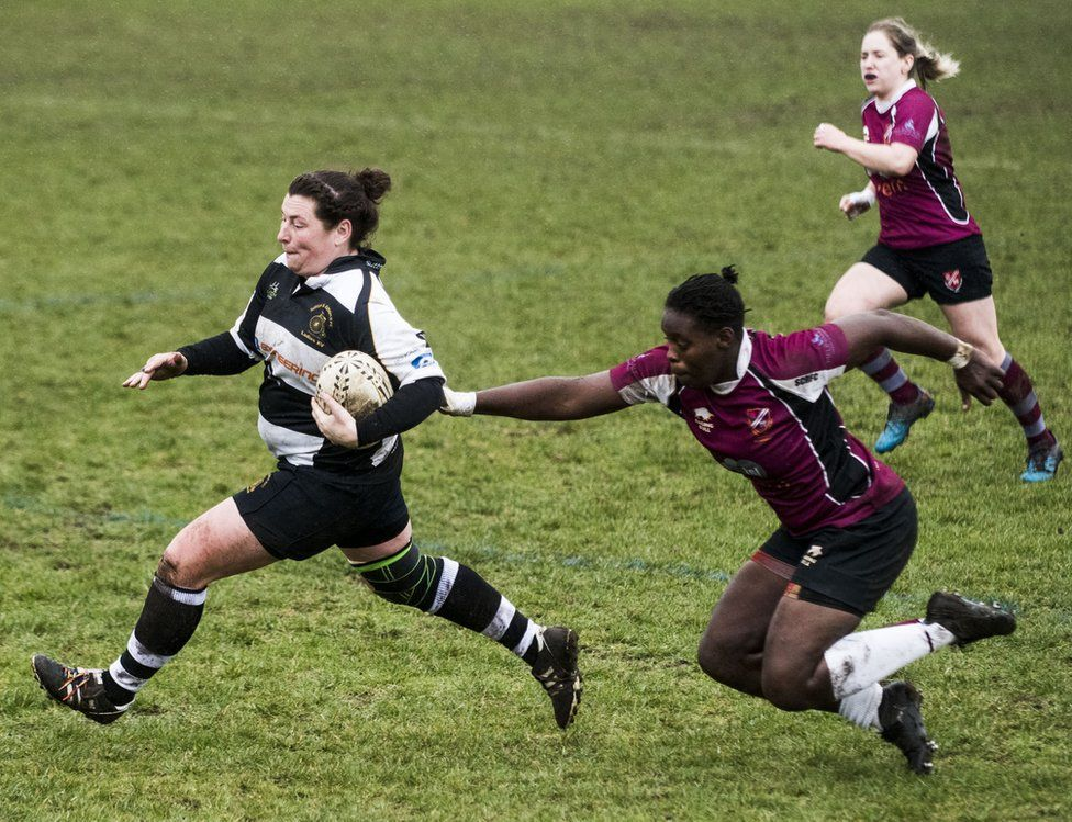 Jayne Meadows about to score a try