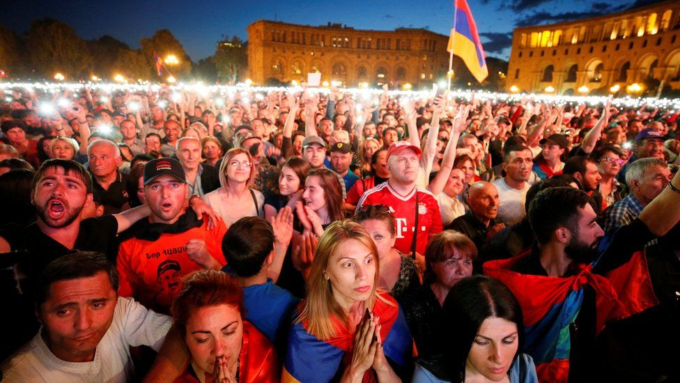 Supporters of Armenian opposition leader Nikol Pashinyan react, after his bid to be interim prime minister was blocked by parliament, during a rally in central Yerevan, Armenia, May 1, 2018.
