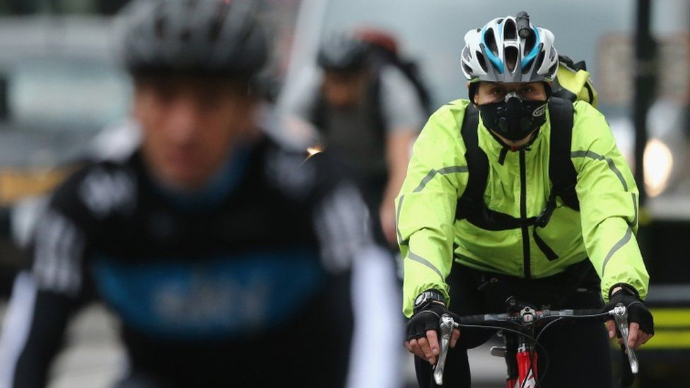 Cyclist wearing a face mask