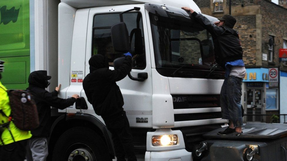 A lorry drove through a barricade in Kingsland Road with people clinging to it