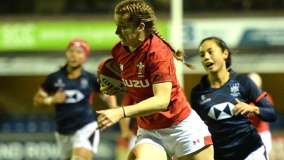 Wales' Lisa Neumann runs in to score try