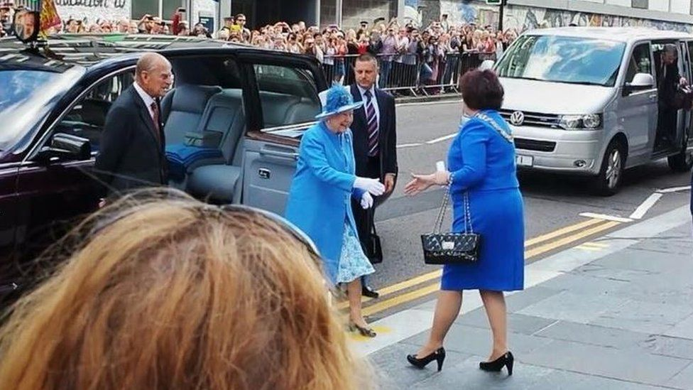 The Queen in Strathclyde getting out of a car