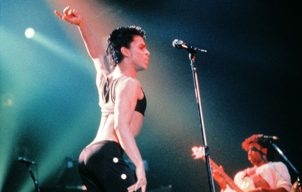 Prince performing in 1986