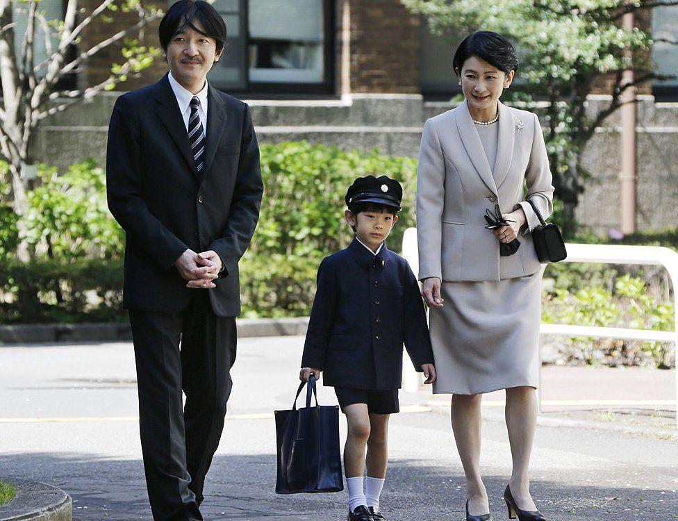 Prince Hisahito (C) accompanied by his parents Prince Akishino (L) and Princess Kiko, arrive at Ochanomizu University Elementary School for his entrance ceremony in Tokyo on 7 April 2013