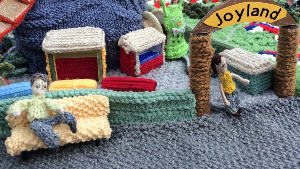 A knitted Joyland, Great Yarmouth