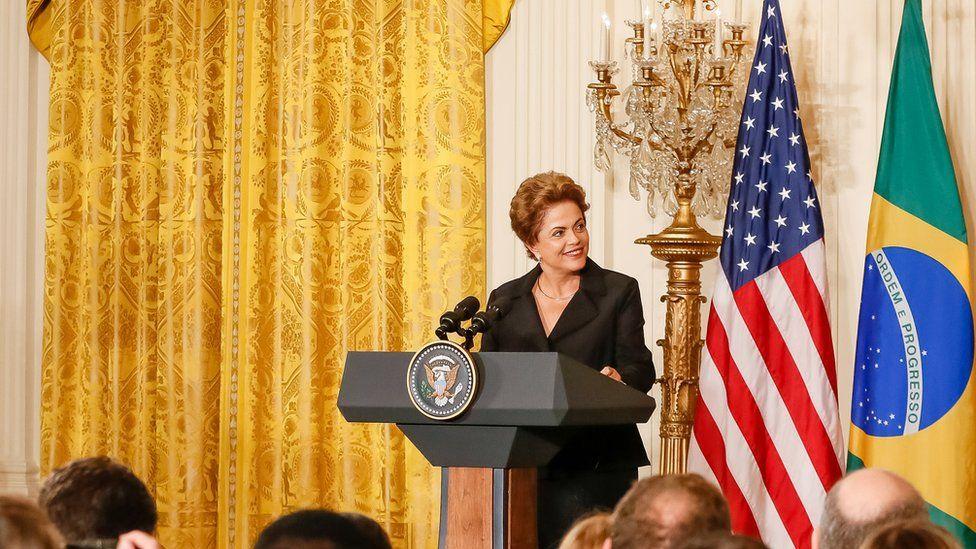 Impeachment de Dilma divide opiniões nos EUA