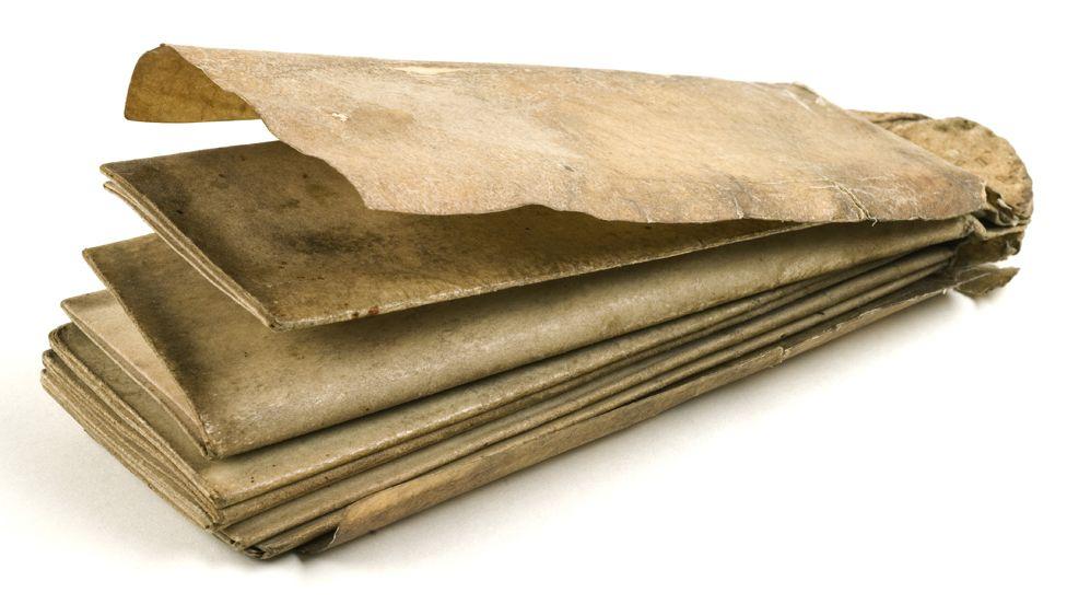 Folding Almanac, late 14th century - On vellum, sewn in original limp vellum cover