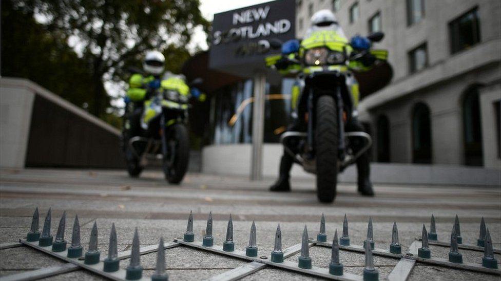 Met Police spikes