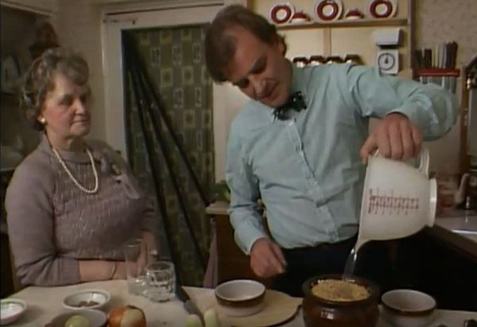 Keith Floyd learning how to make Groaty Dick