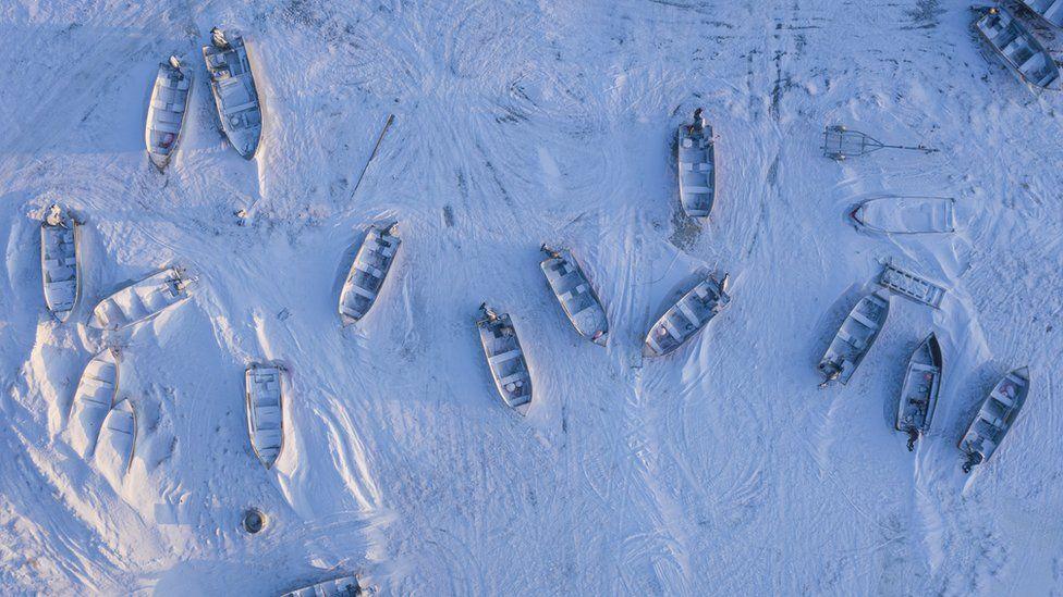 botes en el hielo