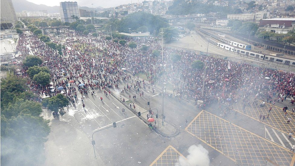 Tear gas is fired during the Flamengo victory Parade - Rio de Janeiro, Brazil - November 24, 2019