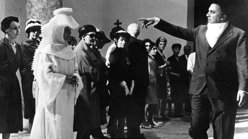 Феллини предложил любителям кино совершенно новый способ его смотрения