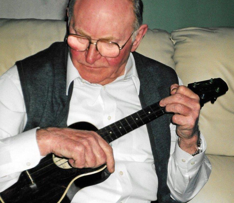 George Johnson playing the Keech ukulele used by Formby in his 1935 film No Limit